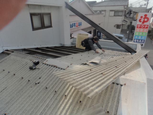 大阪府八尾市弓削町でFRP製波板の撤去
