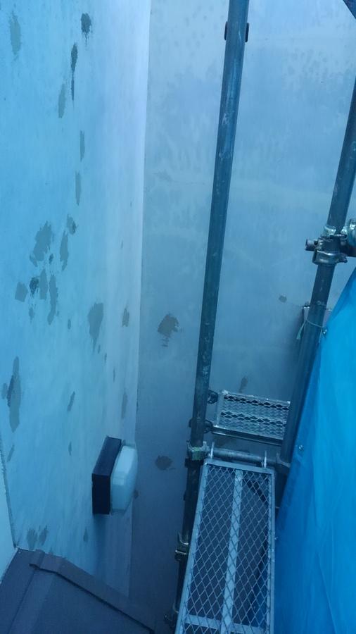大阪府八尾市安中町で外壁のケレン作業ー外壁リフォームなら宮川塗装