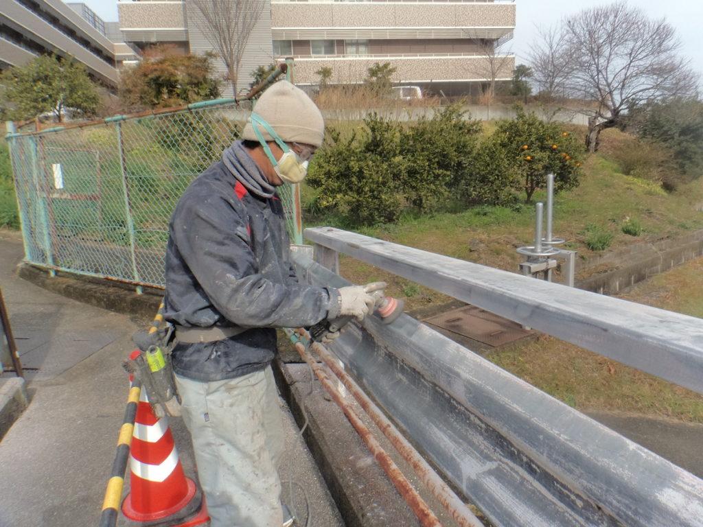 大阪狭山市でガードレール塗装 ― 外壁塗装、防水工事なら宮川塗装