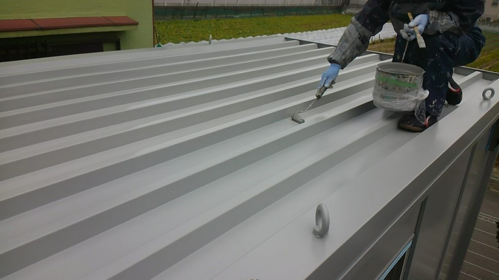 大阪府八尾市高安町北で物置の外壁、屋根塗装 ― 塗装、防水なら宮川塗装