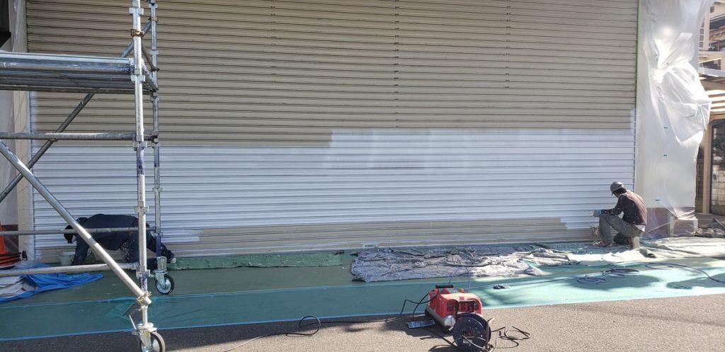 八尾市弓削町でシャッター塗装