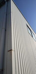大阪狭山市のテナント倉庫の外壁に錆が発生
