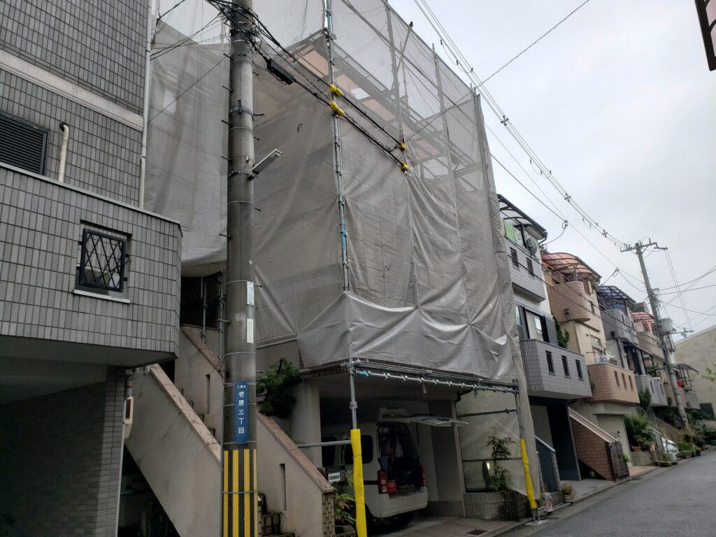 八尾市で外壁塗装と屋根塗装用の足場完了